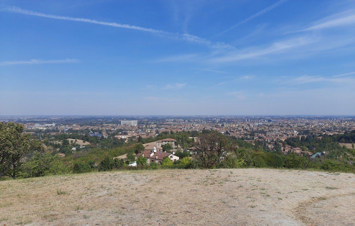 Ondate di calore e inondazioni più frequenti: i più recenti scenari sul clima di Bologna